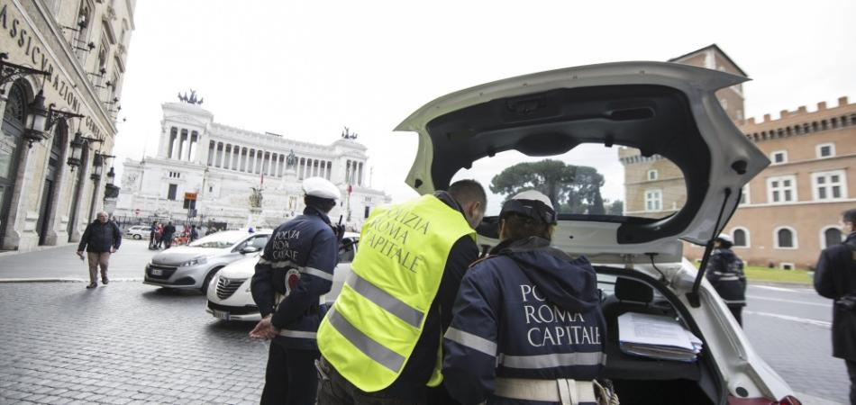 blocco auto roma 10 aprile 2016