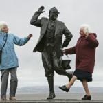 Perchè le donne vivono più a lungo degli uomini