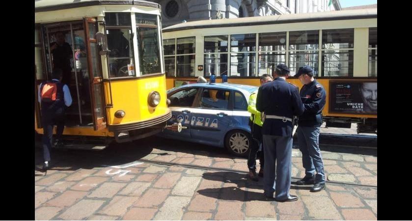 Milano: Scontro tra Auto e Bus, 6 i feriti, tra cui una donna è grave