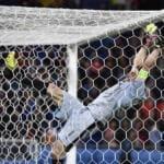 Belgio-Italia Buffon traversa caduta