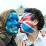 Brexit catena di baci