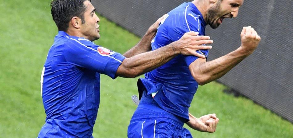 Italia-spagna il video del gol di chiellini