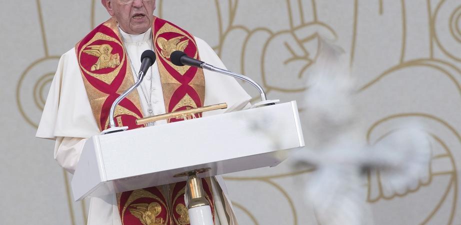 papa francesco scuse ai gay