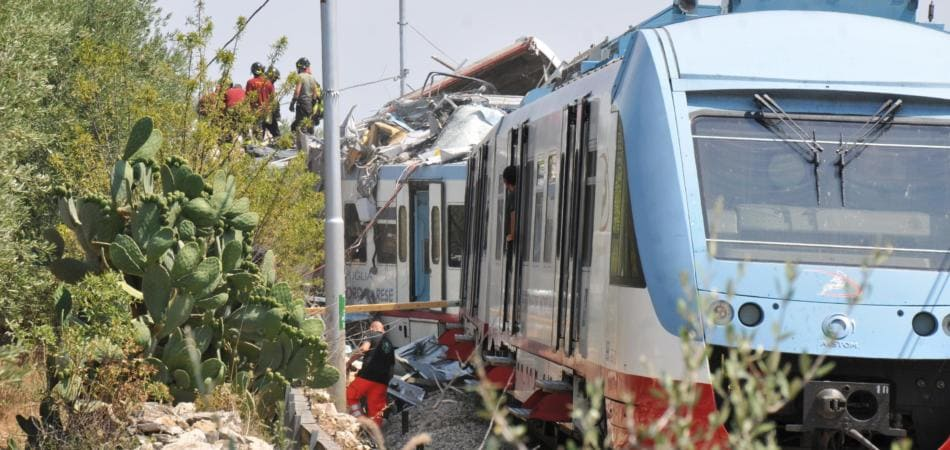 incidente treni puglia