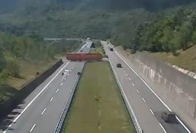 tir inversione autostrada