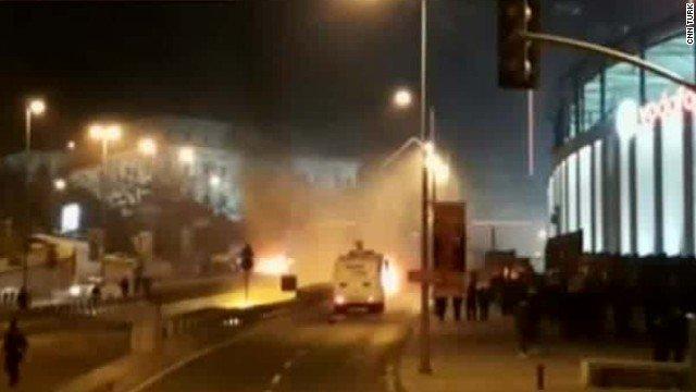 Istanbul Autobombe esplosioni morti video