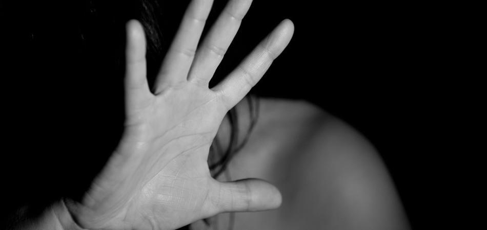donna stuprata arrestata
