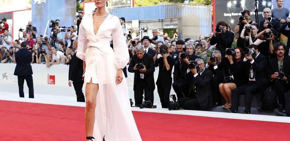 ab3882a9ee72 Bianca Balti va sul Red Carpet di Venezia 74 con un vestito Oviesse