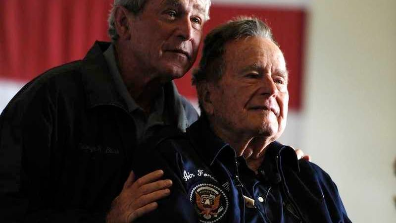accuse di molestie a Bush senior