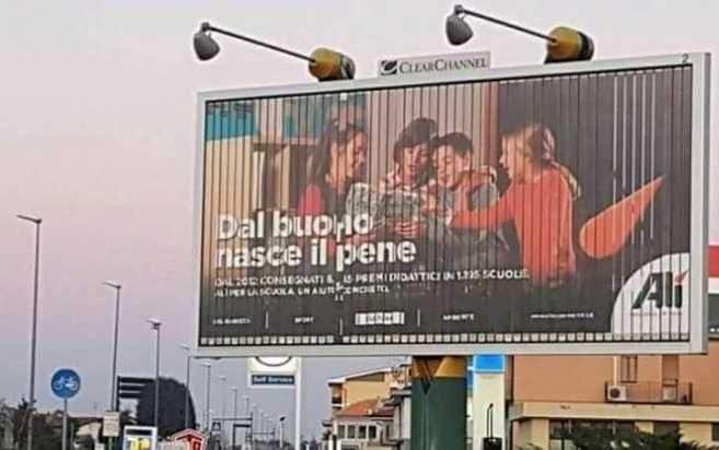 cartello pubblicitario