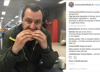 Matteo Salvini mangia McDonald's