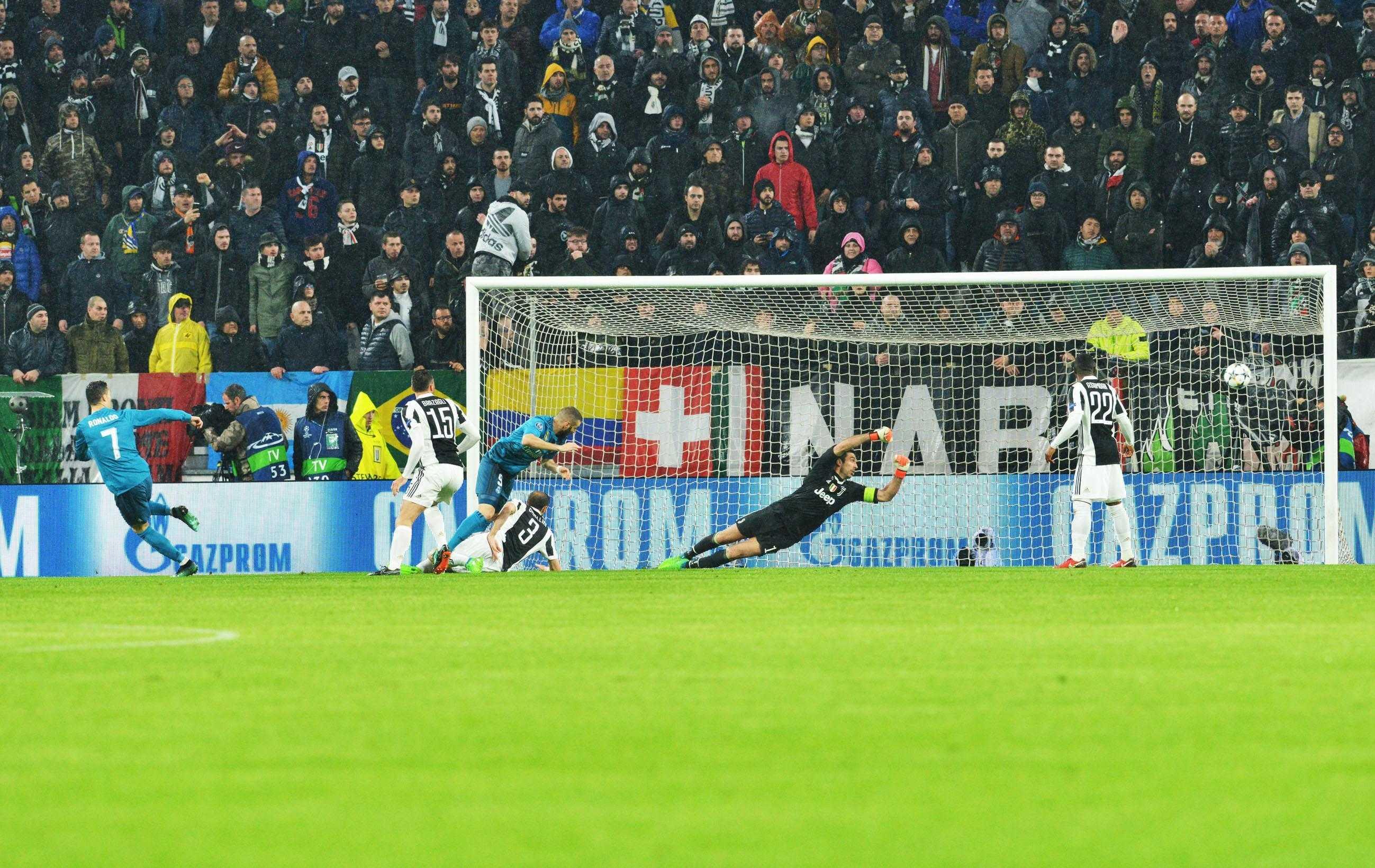 49de3032dc Rovesciata Cristiano Ronaldo all Allianz Stadium che applaude