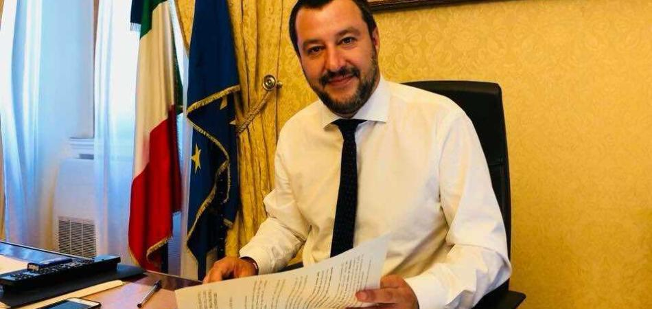 Salvini regala navi alla Libia