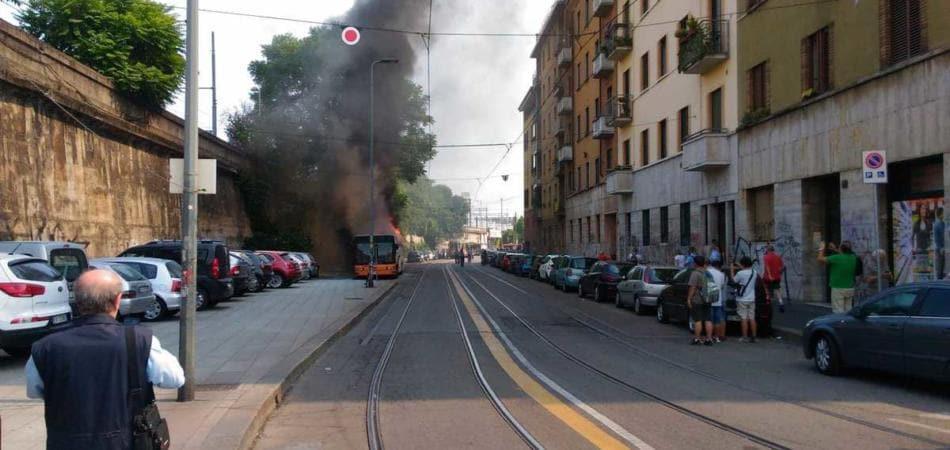 incendio autobus Milano