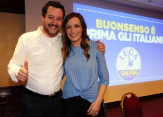 Lucia Borgonzoni, critica dal padre