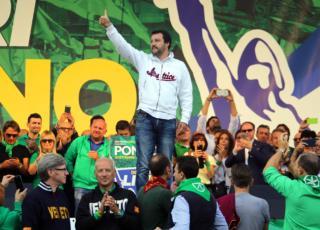 Salvini tifava Francia