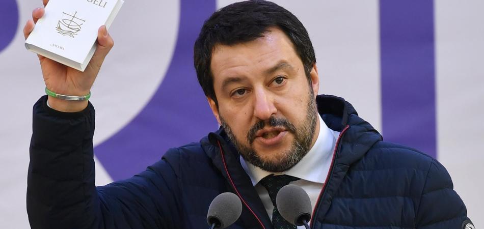 Matteo Salvini preghiera