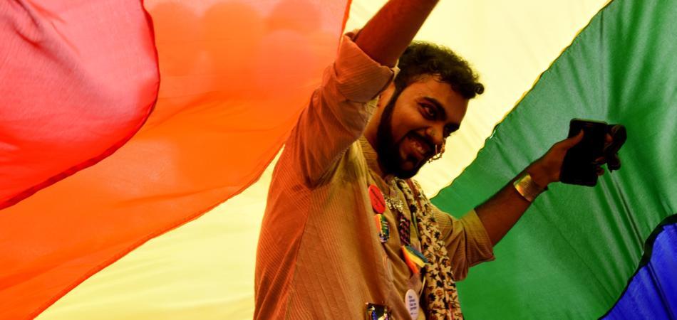india cancella reato di omosessualità