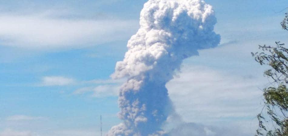 eruzione indonesia