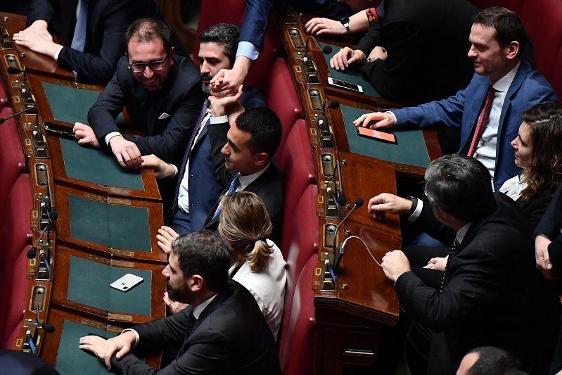 La regola del doppio mandato che 39 inguaia 39 di maio e il m5s for Attuale legislatura