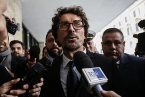 Toninelli: «Genova si rialzerà in qualche mese, massimo anni»