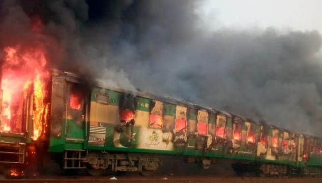 Pakistan: incendio scoppiato su un treno, 73 sono le vittime