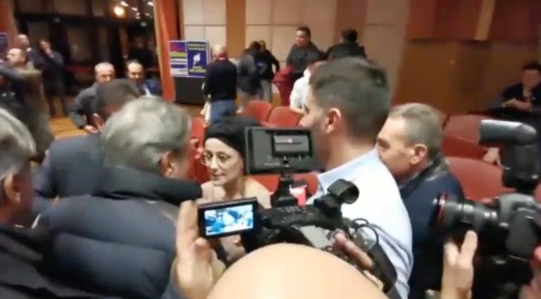 La ragazza che è stata aggredita all'incontro di Salvini a Reggio: «Drogata e comunista, fatti una pera»