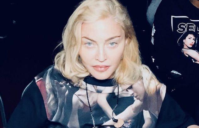 Madonna benedice l'Italia mostrando Napoli sotto coronavirus