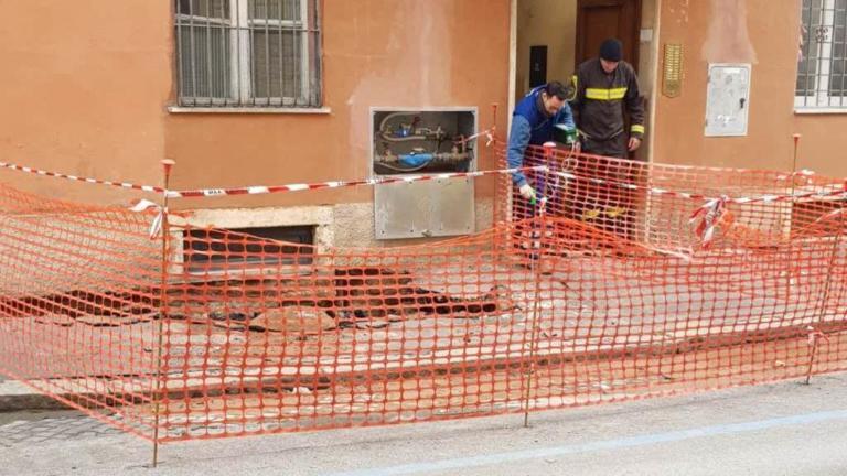 Voragine vicino al Colosseo, evacuato un palazzo