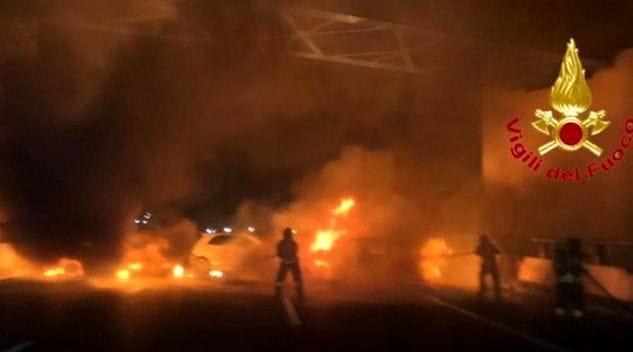 Tentativo di assalto ad un portavalori sulla A1: fiamme e ch