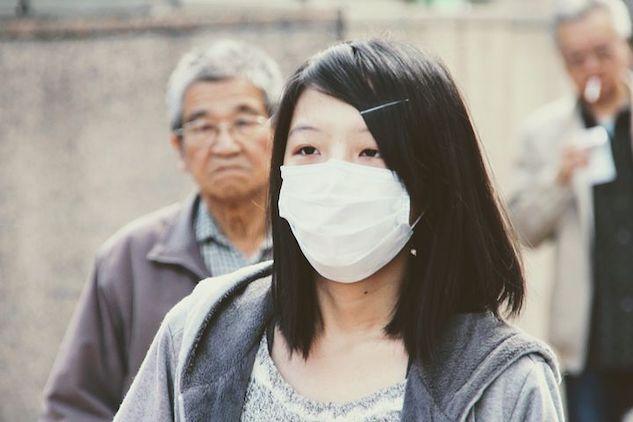 Virus in Cina, arriva la conferma: si può trasmettere da per