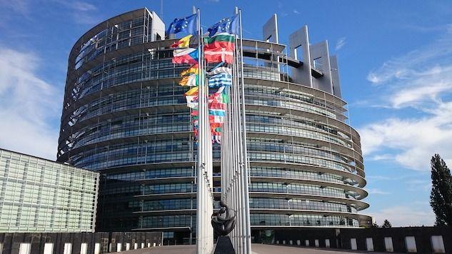 Un uomo si è dato fuoco davanti alla sede dell'Europarlamento a Strasburgo