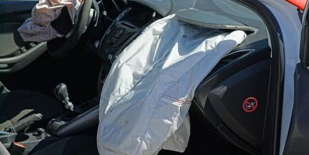 Tragedia a Pisa, scoppia airbag dopo un tamponamento: muore un neonato di due mesi
