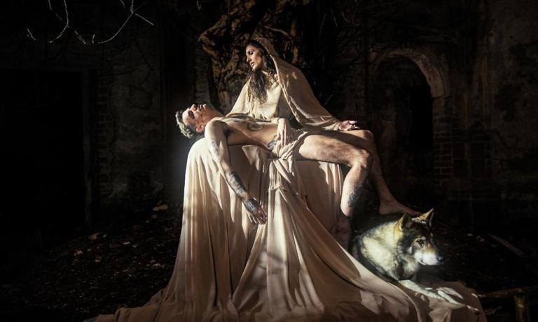 Achille Lauro è Gesù nella Pietà di Michelangelo | Video
