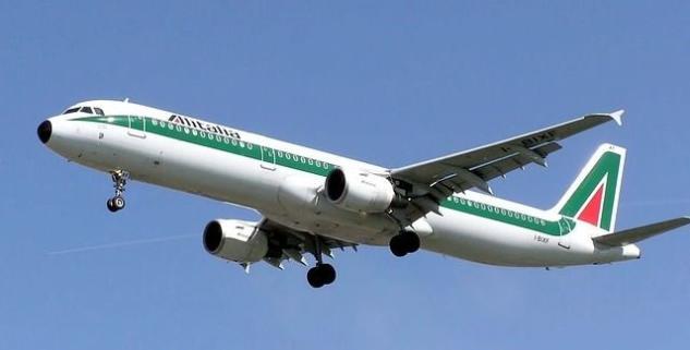 Il caso del volo Alitalia bloccato alle Mauritius: sbarcano