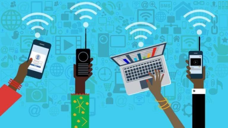 Connessioni internet, cali sia per reti fisse che mobili per