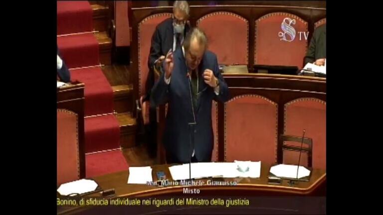 """Mario De Michele, giornalista anticamorra indagato/ """"L"""