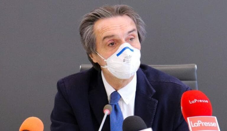 Fontana contestato davanti al tribunale, ma ai pm dice: «La