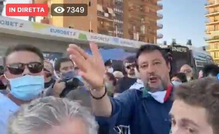 Accusato di aizzare la folla al comizio di Salvini, si dimet