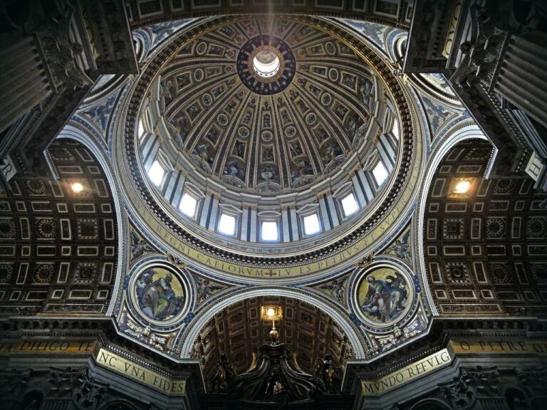 Vaticano |  dall'operazione trasparenza del Papa emerge irregolarità negli appalti per i