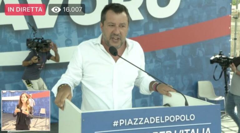 Salvini: «Ritenete giusto rischiare la galera per difendere