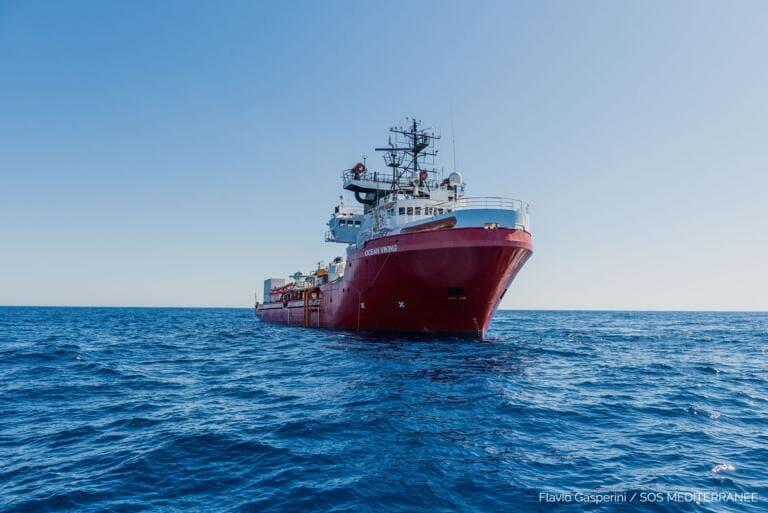 Sono tutti negativi i tamponi sui 180 migranti della Ocean V