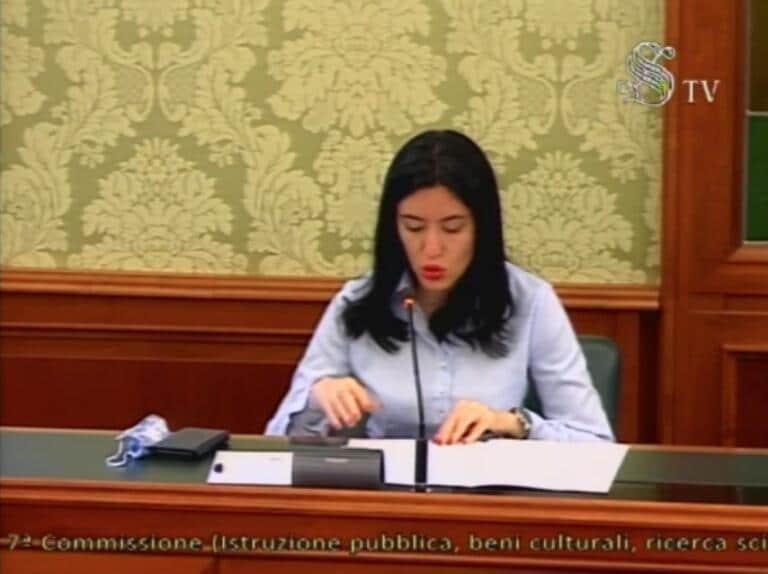 Azzolina afferma che la didattica a distanza continuerà anche l'anno prossimo |  «Sfida e opportunità»