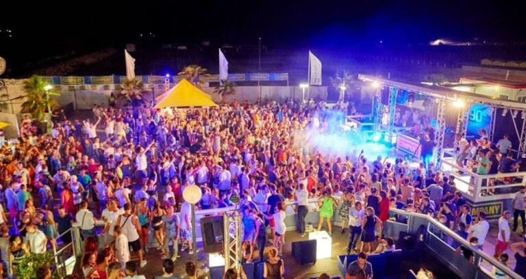 Vanno in vacanza in Croazia e tornano positive al Covid 19: «Volevamo festeggiare la maturità»