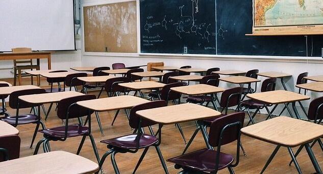 Il Cts: «Deroga al distanziamento in classe se si usano le mascherine»