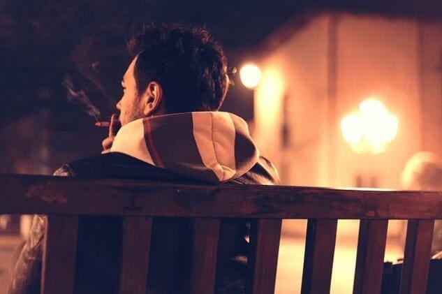 Perché la Spagna ha deciso di vietare il fumo all'aperto