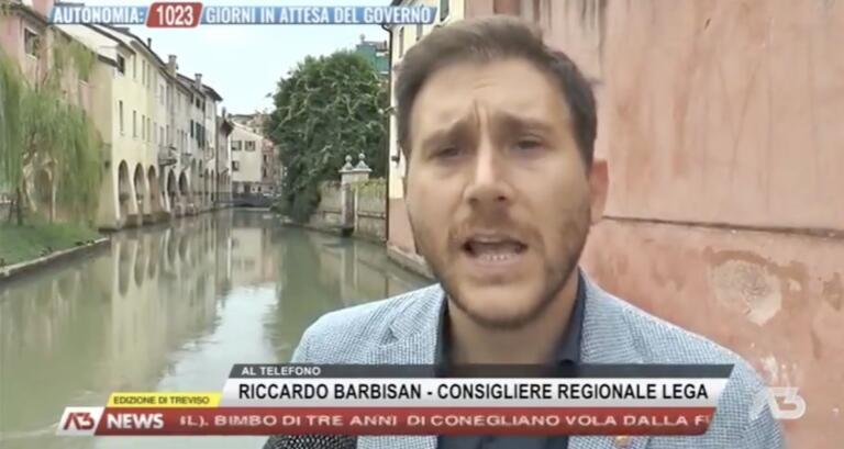 Il consigliere del Veneto che si è accorto di aver ricevuto il bonus e lo ha dato «subito in beneficenza» | VIDEO