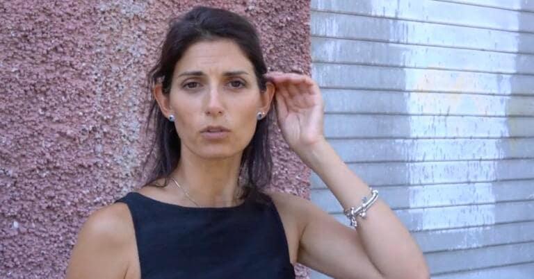 """Roma, non solo i """"flambus"""": a fuoco un altro mezzo AMA, strada chiusa"""