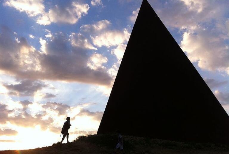 Perché si parla della 'Piramide della Luce' per la scomparsa di Viviana Parisi e del figlio