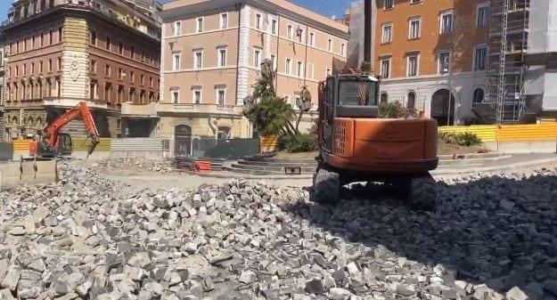 La polemica sui Sanpietrini e il Colosseo dopo il tweet di Virginia Raggi